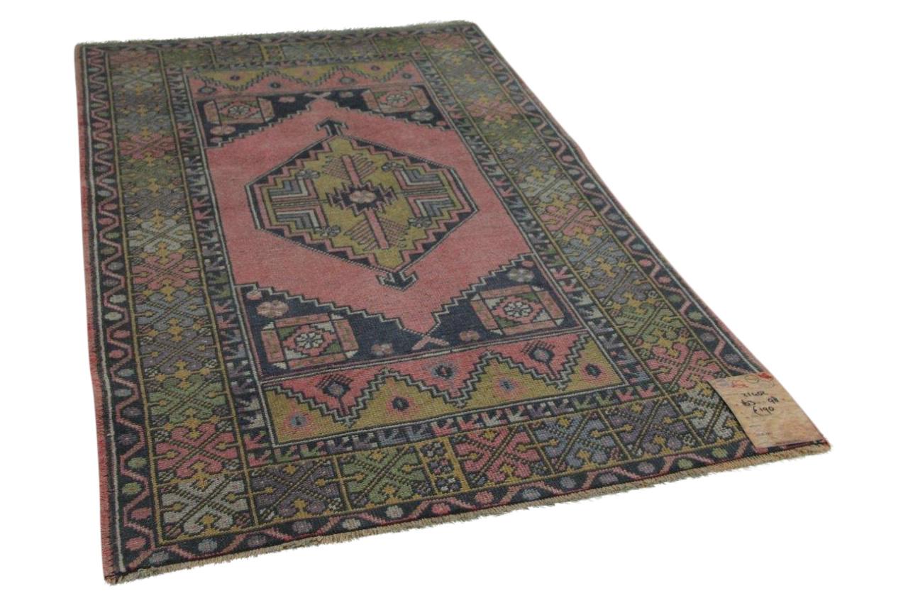 vintage vloerkleed uit Anatolie met diverse kleuren 163cm x 98cm