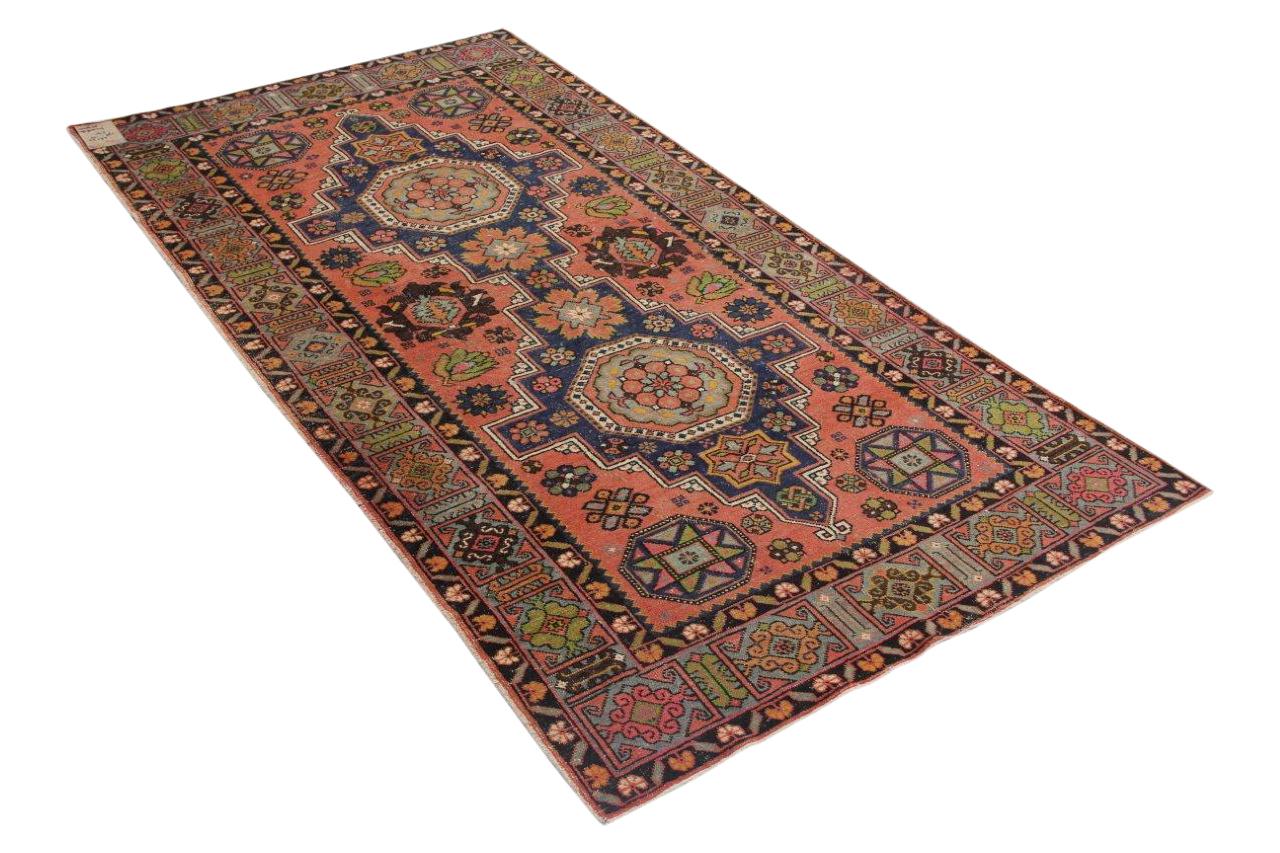 Oud vloerkleed uit kazachstan