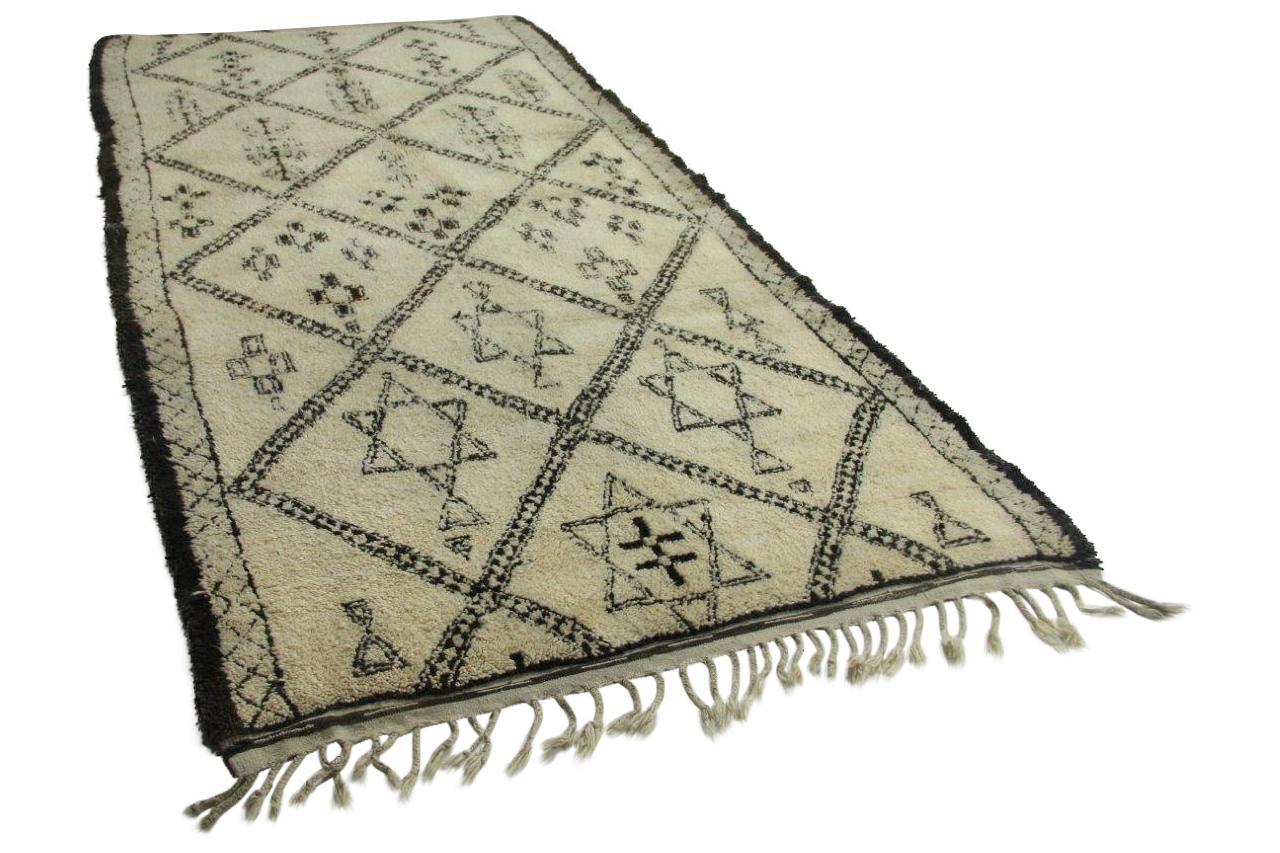 Afbeelding van Antieke beni ouarain, 380cm x 195cm hoogpolig vloerkleed
