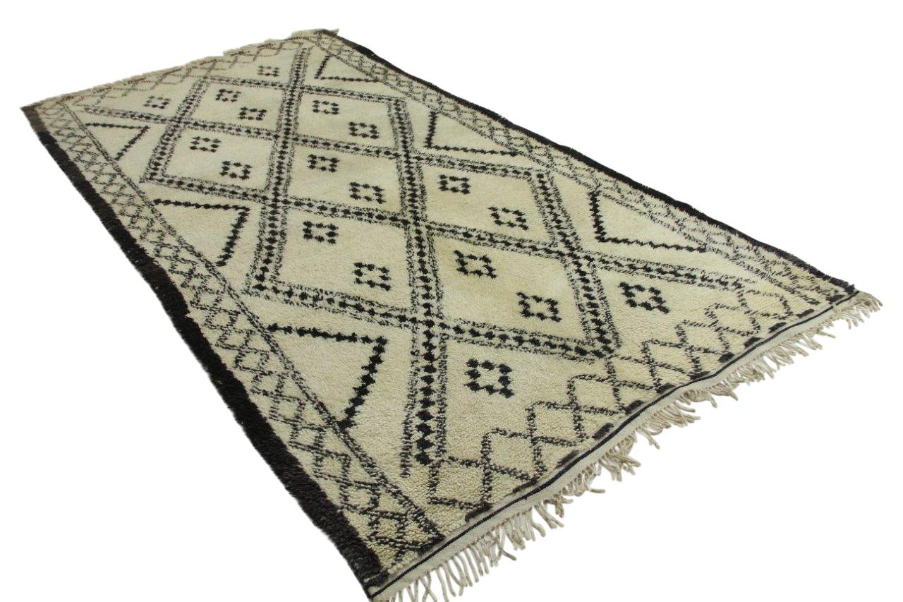 Afbeelding van Antieke beni ouarain, 340cm x 182cm hoogpolig vloerkleed