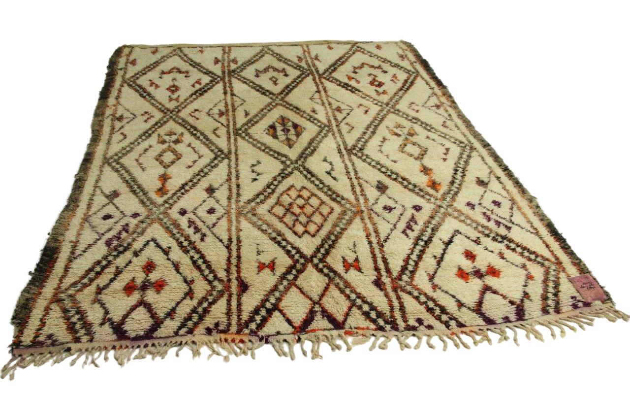 Afbeelding van antieke berber 264cm x 216cm hoogpolig vloerkleed 60 jaar oud