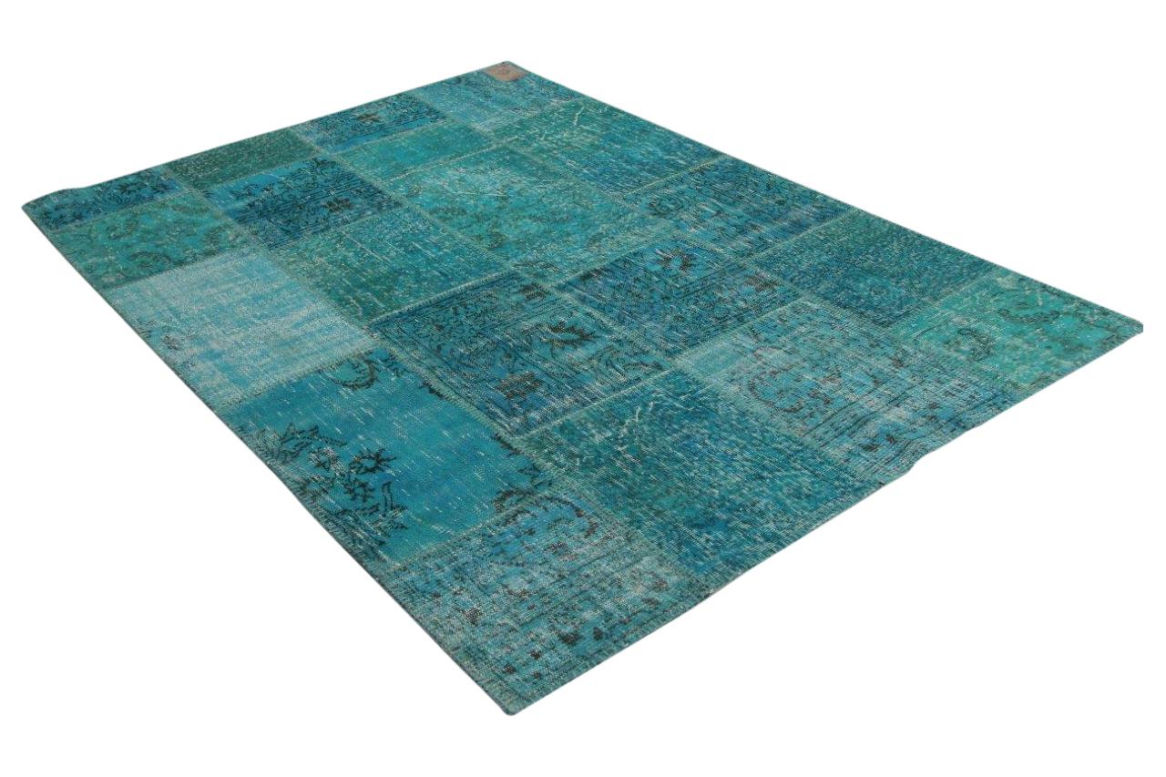 Afbeelding van aqua blauw patchwork vloerkleed 241cm x 172cm