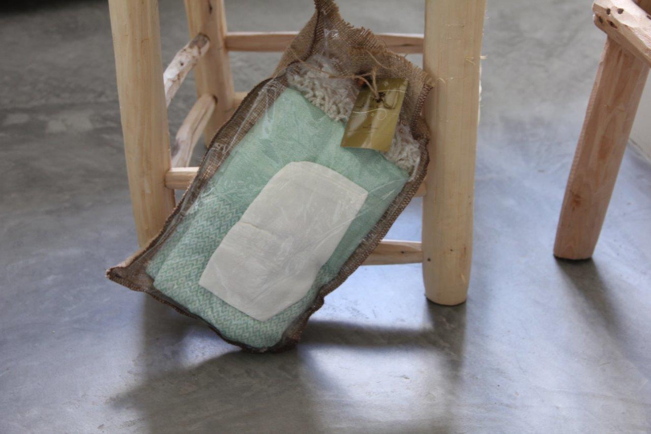Afbeelding van Cadeau verpakking; hamamdoek mintgroen (180cm x 100cm) - olijfzeepje-scrubhandschoen